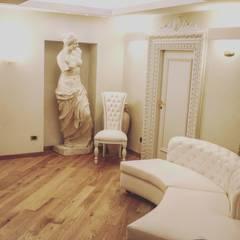 Domus spagna luxury suite: Hotel in stile  di Equipe Studio arredo