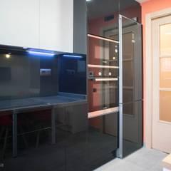 Electrodomésticos encastrados: Cocinas integrales de estilo  de Grupo Inventia
