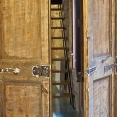 PISO ROSIC: Puertas de estilo  de Bloomint design