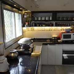 Mrs. Sunita's Kitchen Renovation:  Built-in kitchens by Mahajan Architectural Studio