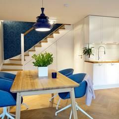 Offener Essbereich skandinavisch: skandinavische Esszimmer von Baltic Design Shop
