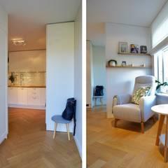 Küche und angrenzender Wohnbereich skandinavisch:  Küche von Baltic Design Shop