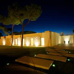 Taman batu by Castello-Branco Arquitectos, Lda