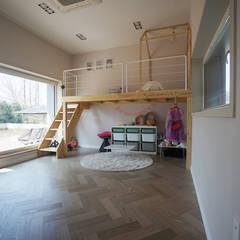 용산리 단독주택: 인우건축사사무소의  아이방,