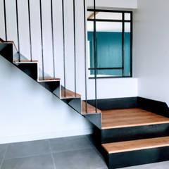 Escaleras de estilo  por Ophélie Dohy architecte d'intérieur