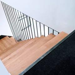 Maison L.C.: Escalier de style  par Ophélie Dohy architecte d'intérieur