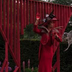 """Scénographie """"Le crépuscule des oiseaux - Vestiges d'un royaume"""": Lieux d'événements de style  par Thomas Dellys"""