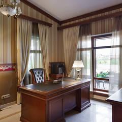 «Солнечная Резиденция», Дом в Румболово, 260 м.кв.: Рабочие кабинеты в . Автор – Дизайн элитного жилья | Студия Дизайн-Холл,