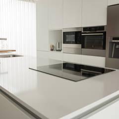 مطبخ ذو قطع مدمجة تنفيذ Moderestilo - Cozinhas e equipamentos Lda