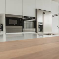 ครัวบิลท์อิน by Moderestilo - Cozinhas e equipamentos Lda