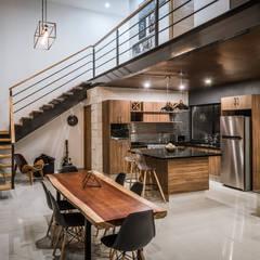 Tangga oleh Arquitectos Ejecutivos, Modern Besi/Baja