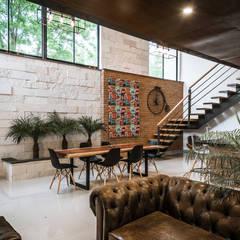 Loft Concord: Salas de estilo  por Arquitectos Ejecutivos, Moderno