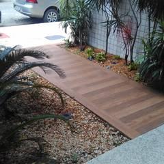Acesso + Jardins Atuais: Corredores e halls de entrada  por Santi Arquitetura e Engenharia
