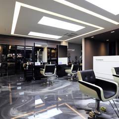 헤어샵내부_: 디자인담다의  상업 공간