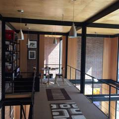 Condominio Los Peumos de Las Pircas: Livings de estilo  por MAC SPA