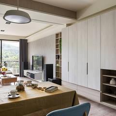 Living room by 達譽設計