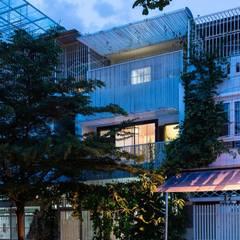 Rumah keluarga besar by Công ty thiết kế xây dựng Song Phát
