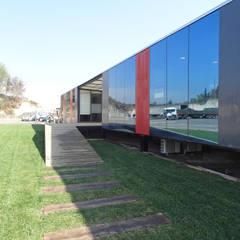Oficinas Modulares Transportables: Escaleras de estilo  por m2 estudio arquitectos - Santiago