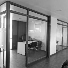Oficinas Modulares Transportables: Salas multimedias de estilo  por m2 estudio arquitectos - Santiago,