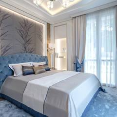 Elegant interior of a villa on Cote d'Azur.: Camera da letto in stile  di NG-STUDIO Interior Design