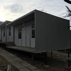 Modulos Prefabricados Staff Hotel Awasi Patagonia: Dormitorios de estilo  por m2 estudio arquitectos