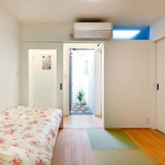 お母様の寝室: atelier mが手掛けた寝室です。