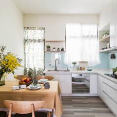 Armarios de cocinas de estilo  por 達譽設計