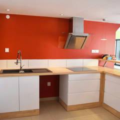 Rénovation d'une maison d'habitation: Cuisine intégrée de style  par LE RHUN Céline-Emmanuelle - Architecte d'intérieur