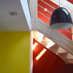 Rénovation d'une maison d'habitation: Escalier de style  par LE RHUN Céline-Emmanuelle - Architecte d'intérieur