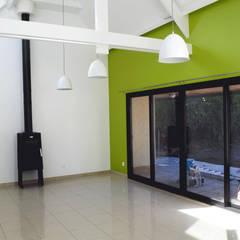 Rénovation d'une maison d'habitation: Salle à manger de style  par LE RHUN Céline-Emmanuelle - Architecte d'intérieur