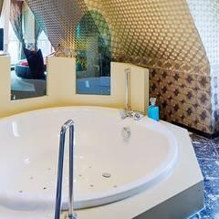 Cleopatra rond ligbad in Efteling hotel: klasieke Badkamer door Cleopatra BV