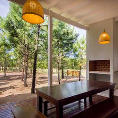 Casa modular en el barrio de Costa Esmeralda: Jardines de estilo  por JOM HOUSES