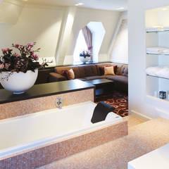 Cleopatra ligbad in hotel Efteling: klasieke Badkamer door Cleopatra BV