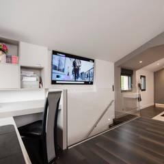 Etage : Escalier de style  par réHome