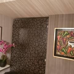 Muro divisor de 3Form en interior de sala y comedor: Pisos de estilo  por Dintel arquitectura y construcción
