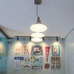 Sala de Jantar: Salas de jantar industriais por Kemily Onça - Studio de Arquitetura