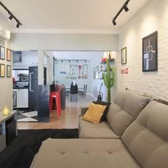 Ruang Keluarga by Kemily Onça - Studio de Arquitetura