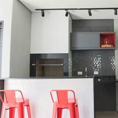 industrial Wine cellar by Kemily Onça - Studio de Arquitetura