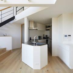 箕面の家3 / House in Minoh 3: 藤原・室 建築設計事務所が手掛けたフローリングです。