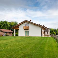 Casas prefabricadas de estilo  por Woodbau Srl