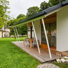 Piccoli grandi spazi abitativi: Casa unifamiliare in stile  di Woodbau Srl