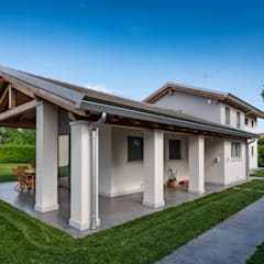 Casas unifamiliares de estilo  por Woodbau Srl,
