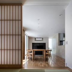 โดย 松岡淳建築設計事務所 โมเดิร์น