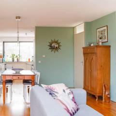 Interieurplan voor een woonkamer in Oegstgeest:  Woonkamer door Regina Dijkstra Design