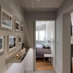 Hall d'entrée avec chambre: Couloir et hall d'entrée de style  par réHome