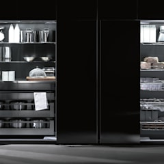 Cover Kitchens:  Kitchen units by PTC Kitchens