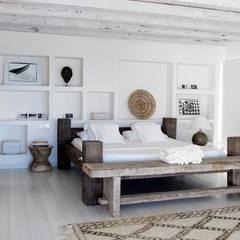 Dormitorios de estilo mediterraneo por ALMA Architettura | Mario Pan | Alessandro Pezzotti
