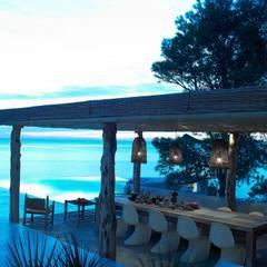 Villa - Ibiza: Giardino in stile  di ALMA Architettura | Mario Pan | Alessandro Pezzotti