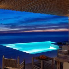 Villa - Ibiza: Piscina in stile  di ALMA Architettura | Mario Pan | Alessandro Pezzotti