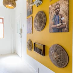 Beach Retreat:  Corridor & hallway by Studio Do Cabo